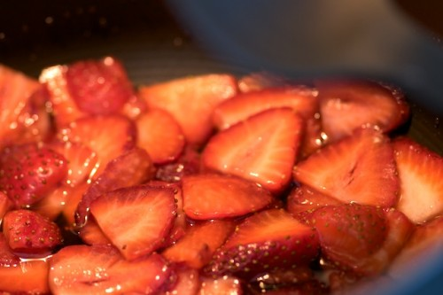 Preparing the strawberry compote
