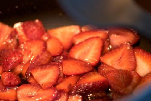 Preparing the strawberry compote